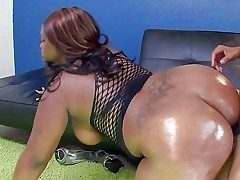 Ebony BBW Nina Coxxx shows not present her big body and