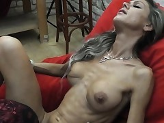 Skinny MILF lapdances, gives Sucky-sucky and tears up in few positions